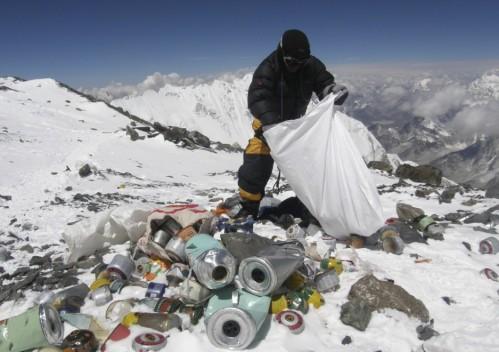 tonnellate di rifiuti sul Monte Everest