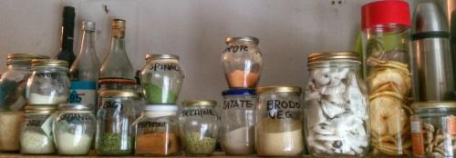 PolveriTeca: Ortaggi e verdure essiccati e ridotte in polvere per utilizzi vari.E' una libidine solo aprire i coperchi ed annusare