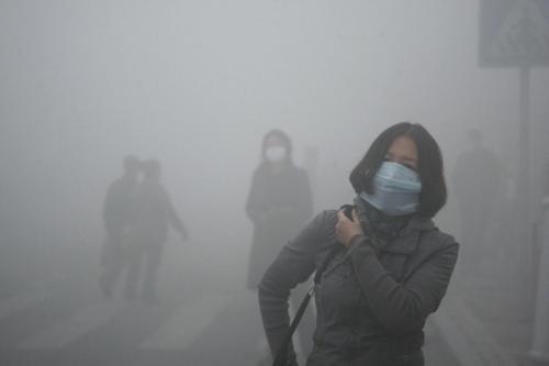 Allarme smog a Pechino:una consuetudine.Ormai gli abitanti ci devono convivere e anche morire