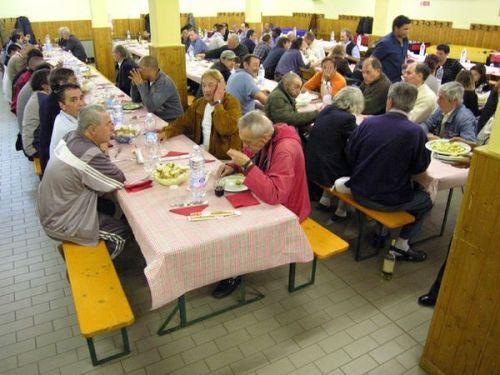sempre piu' esponenti del POPOLO SOVRANO alle mense Caritas